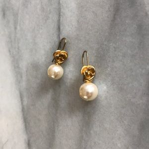 Jewelry - Lovely Vintage gold rose & pearl dangle earrings
